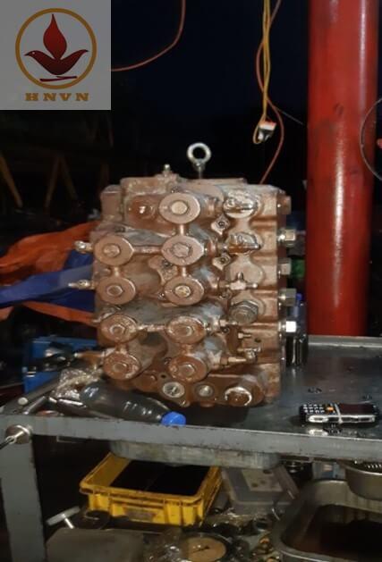 Ngăn kéo máy xúc đào bánh xích Hitachi EX400-1